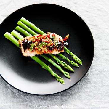 Fisch mit Knoblauch-Sesm-Knusper