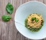 Hausgemachte Spaghettis mit Hauspesto